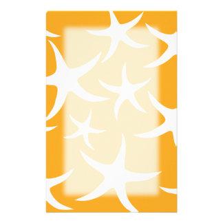 明るいオレンジおよび白いヒトデパターン 便箋