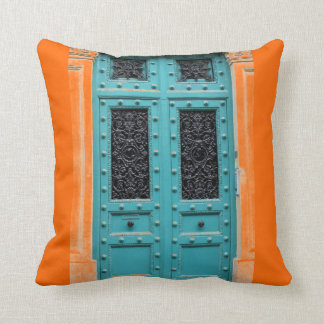 明るいオレンジか青の多彩な補足 クッション