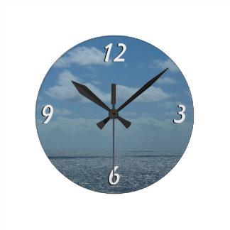 明るいカリブ海の青の海 ラウンド壁時計