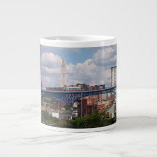 明るいクリーブランドのスカイラインの専門のマグ ジャンボコーヒーマグカップ