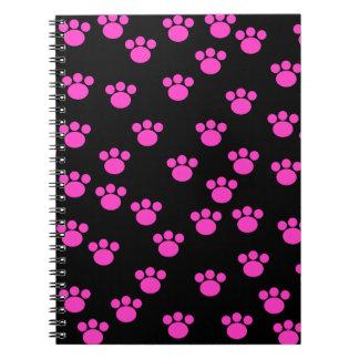 明るいピンクおよび黒い足のプリントパターン ノートブック