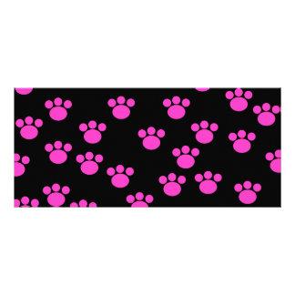 明るいピンクおよび黒い足のプリントパターン ラックカード
