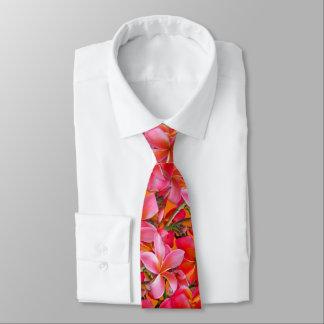 明るいピンクのオレンジハワイのプルメリアのプリント ネクタイ