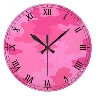 明るいピンクのカムフラージュの円形のローマ数字の時計 壁時計