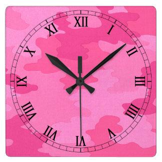 明るいピンクのカムフラージュの正方形のローマ数字の時計 スクエア壁時計