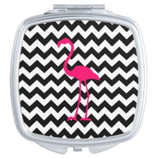 明るいピンクのフラミンゴの白黒ジグザグ形