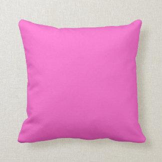 明るいピンクの枕 クッション