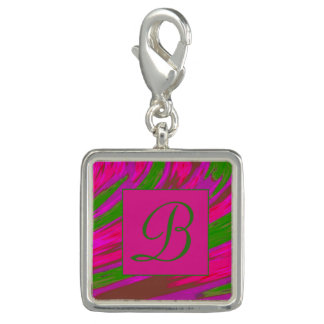 明るいピンクの緑色の棒のモノグラム チャーム