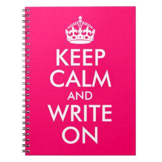 明るいピンクは平静を保ち、書きます ノートブック