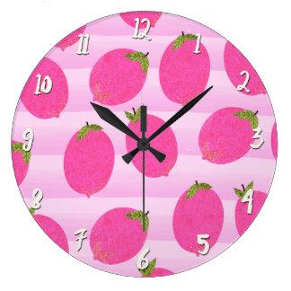 明るいピンクレモンレモネードの夏のフルーツのおもしろい ラージ壁時計