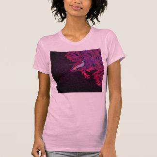 明るいピンク、紫色、および青のベータ魚 Tシャツ