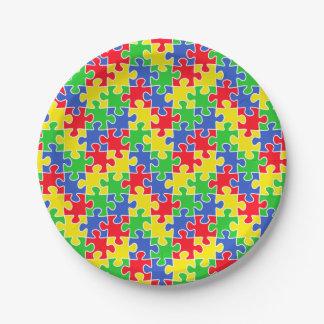 明るい原色のジグソーパズルの部分 ペーパープレート