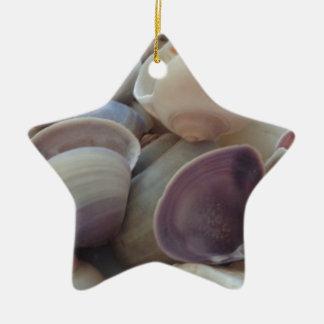明るい夏の貝殻、海の貝のビーチの海 セラミックオーナメント