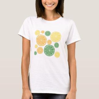 明るい柑橘類の切れのグラフィックのティー Tシャツ