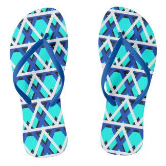 明るい水の青く幾何学的なビーチサンダル ビーチサンダル