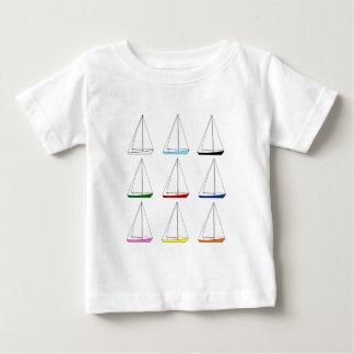 明るい着色されたヨット ベビーTシャツ