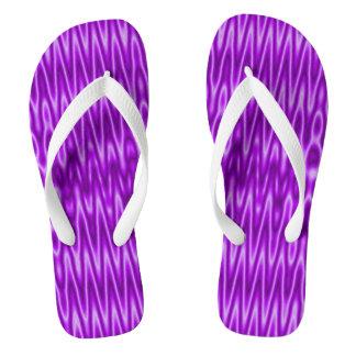 明るい紫色の白くモダンなパターン ビーチサンダル