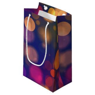 明るい紫色、青い、ピンクの《写真》ぼけ味ライトパターン スモールペーパーバッグ