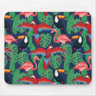明るい色の熱帯鳥 マウスパッド