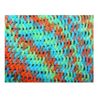 明るい色の編まれたヤーン ポストカード