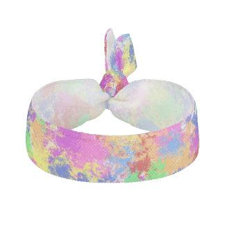 明るい色の背景の(ばちゃばちゃ)跳ねるのペンキの虹 ヘアタイ