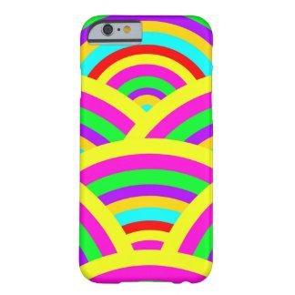 明るい虹のカラフルなアーチは縞で飾ります BARELY THERE iPhone 6 ケース