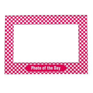 明るい赤と白のチェック模様のカスタムな写真 マグネットフレーム