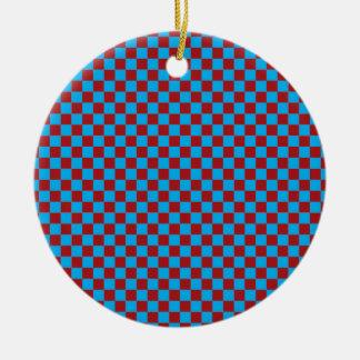 明るい青および納屋の赤のチェッカーボード セラミックオーナメント
