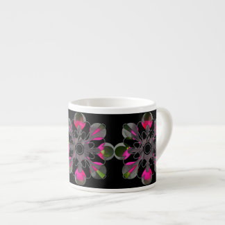 明るく及び黒く抽象的な花のカプチーノのコップ エスプレッソカップ