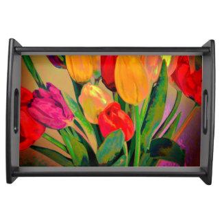 明るく芸術的なチューリップによっては水彩画が開花します トレー