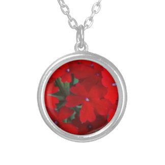 明るく赤いゼラニウム シルバープレートネックレス
