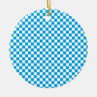 明るく青および白いチェッカーボード セラミックオーナメント