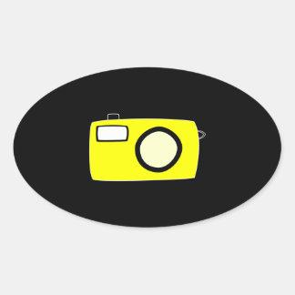 明るく黄色いカメラ。 黒 楕円形シール