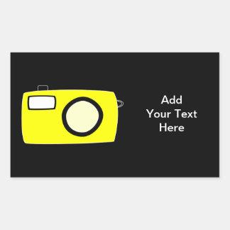 明るく黄色いカメラ。 黒 長方形シール