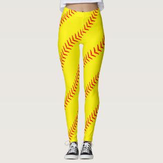 明るく黄色いソフトボールは(継ぎ目の)レギンスをステッチします レギンス