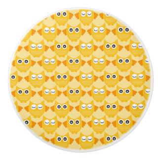 明るく黄色いフクロウ セラミックノブ