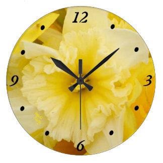 明るく黄色いラッパスイセンの時計 ラージ壁時計