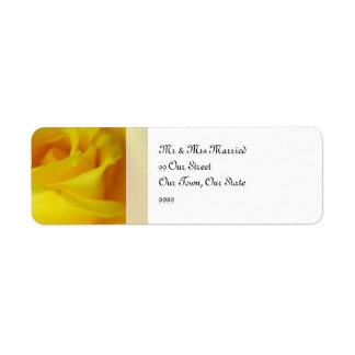 明るく黄色い白熱ばら色の結婚式 返信用宛名ラベル