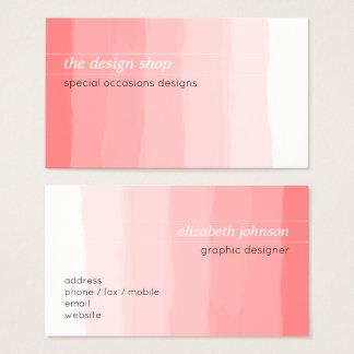 明白でエレガントでシンプルなピンクの水彩画のパステル 名刺