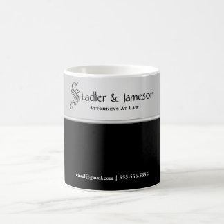 明白で男らしい銀製の黒いプロフェッショナル コーヒーマグカップ