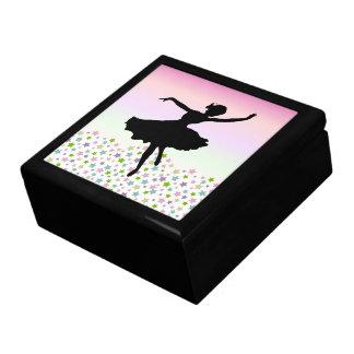 星およびピンクの空の中のダンサー ギフトボックス