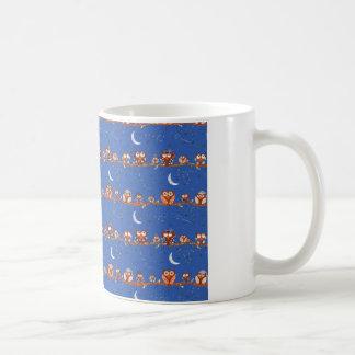 星を眺めるフクロウのマグ コーヒーマグカップ