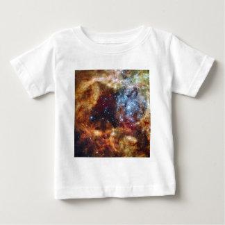 星団R136はタランチュラの星雲を破烈させます ベビーTシャツ