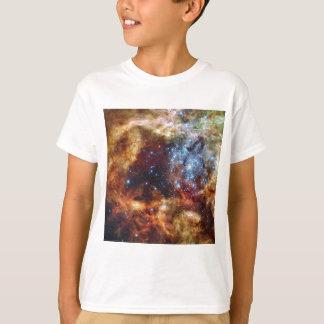 星団R136はタランチュラの星雲を破烈させます Tシャツ