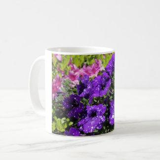 星明かりの夜ペチュニアの花のマグ コーヒーマグカップ