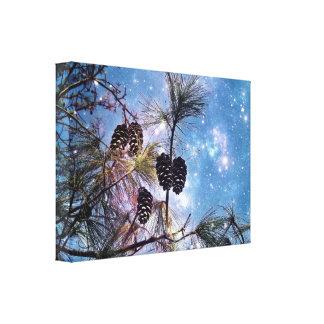 星明かりの夜空の下の冬のマツ円錐形 キャンバスプリント