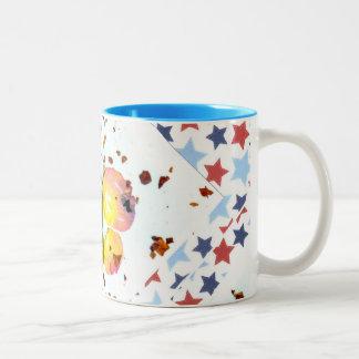 星明かりの蝶-15oz 2は陶磁器のコーヒー・マグにある調子を与えます ツートーンマグカップ