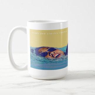 星条旗のフリースタイルの水泳のマグ コーヒーマグカップ