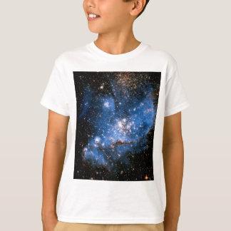 星雲NGC 346の幼児星-ハッブルの宇宙の写真 Tシャツ