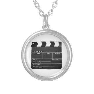 映画フィルムビデオメーカーのカチンコのデザイン シルバープレートネックレス